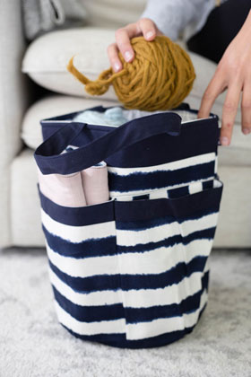 della Q Cleo Yarn Caddy - 330-1 *Watercolor - Navy Stripe