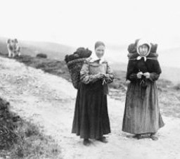 Shetland Knitters Walking, image from Google: original source unknown
