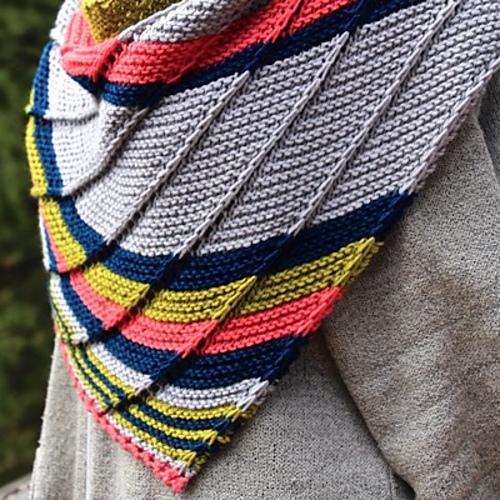 Laura Cs Cassini Crescent Shawl Knitting Project Detail At Jimmy