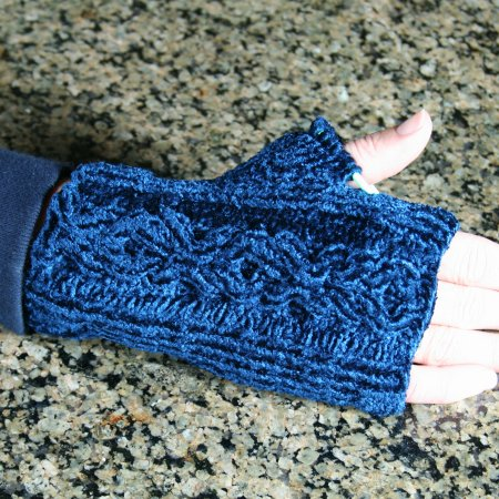 Touch Me Cabled Fingerless Gloves