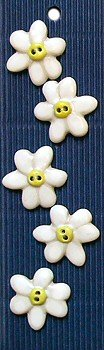 Incomparable Buttons Ceramic Buttons - L089 - White Daisy