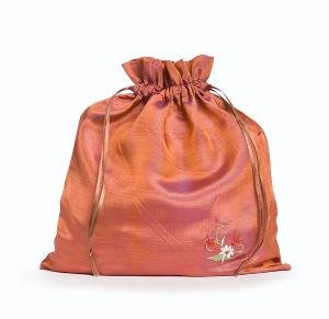della Q Eden Embroidered Drawstring Bag - Small - Mauve