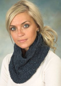 Plymouth Taria Tweed Cowl Kit - Scarf and Shawls