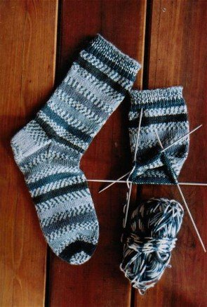 Knitting Pure and Simple Sock Patterns - 242 - Beginner's Mid-Weight Sock Pattern