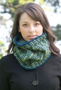Cascade 128 Superwash Post and Rail Cowl Kit - Scarf and Shawls