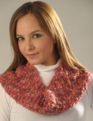 Misti Alpaca Baby Me Boo Berry Cowl Kit - Women's Accessories