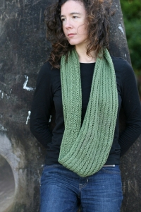 Fyberspates Scrumptious DK/Worsted Vesuvius Eternity Cowl Kit - Scarf and Shawls