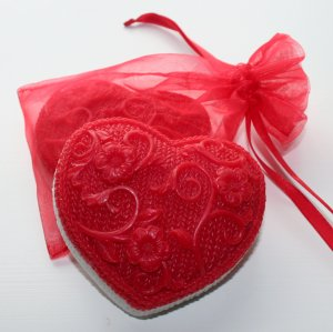 Alsatian Soaps & Bath Products Knitted Heart Soap - Strawberries & Champagne (Stitch Red)