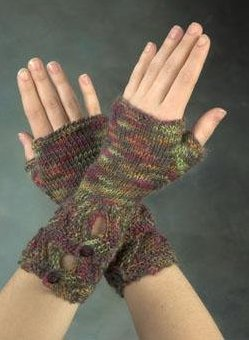 Plymouth Sakki Buttoned Mitts Kit - Hats and Gloves
