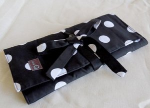 della Q Circular Needle Tri-Fold (Style 1145-1) - 096 Black White Polka Dot (Limited Edition)