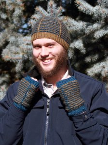 The Fibre Company Terra Ruby Crest Hat and Mitts Kit - Hats and Gloves