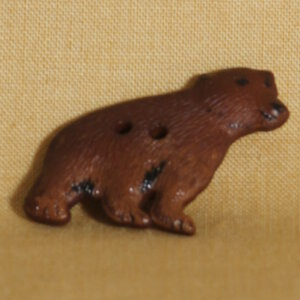 Muench Plastic Buttons - Grizzly Bear - Brown