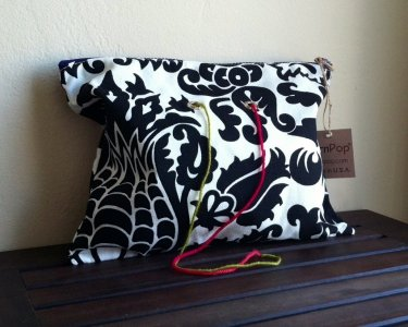 Top Shelf Totes Yarn Pop - Double - Black & White Bloom