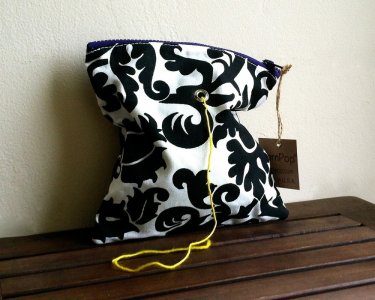 Top Shelf Totes Yarn Pop - Single - Black & White Bloom