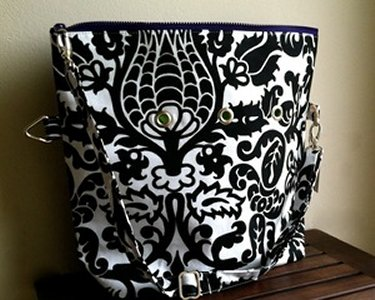Top Shelf Totes Yarn Pop - Totable - Black & White Bloom