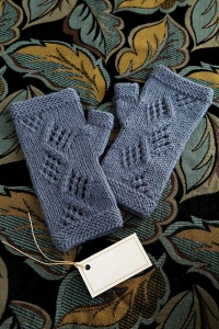 Universal Deluxe Worsted Auld Lang Syne Mitts Kit - Hats and Gloves