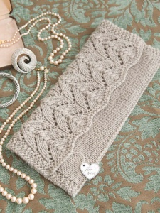 Universal Deluxe Worsted Lovely Lacy Clutch Kit - Women's Accessories