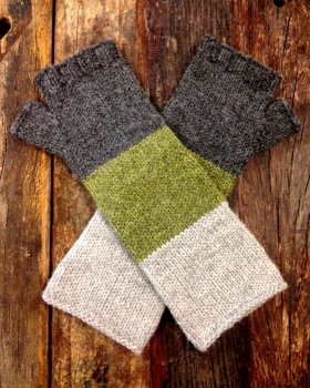 Cascade Lana D'Oro Lenticular Mitts Kit - Hats and Gloves