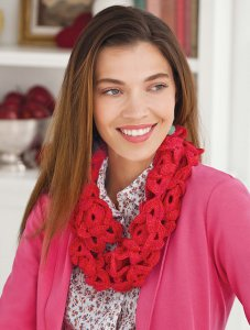 Lorna's Laces Lion and Lamb Flower Garland Cowl Kit - Crochet for Adults