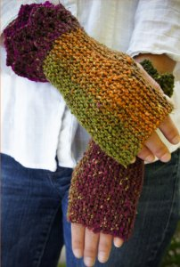 Cascade Souk Fleur-de-Lis Wristers Kit - Hats and Gloves