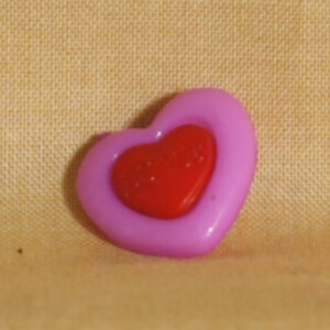 Muench Plastic Buttons - Love - Purple (15mm)