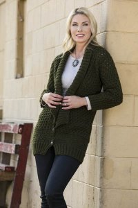 Universal Yarns Deluxe Worsted On the Catwalk Cardigan Kit - Women's Cardigans