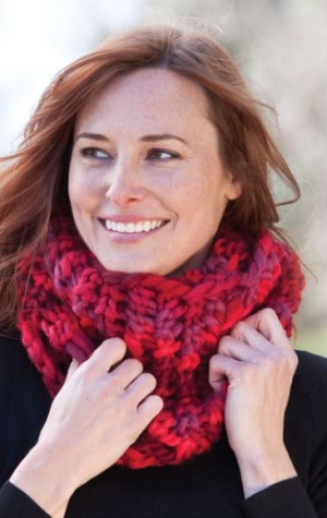 Cascade Yarns Magnum Paints Uber Cowl Kit - Scarf and Shawls