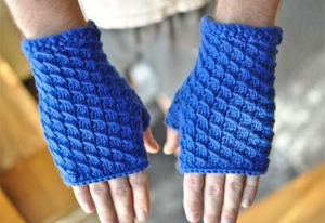 Hikoo Simpliworsted Scale Mittens Kit - Hats and Gloves