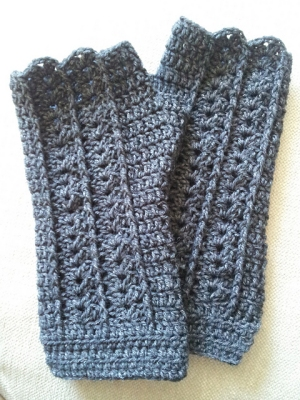 Crystal Palace Sausalito Shell Stitch Fingerless Gloves Kit - Crochet for Adults