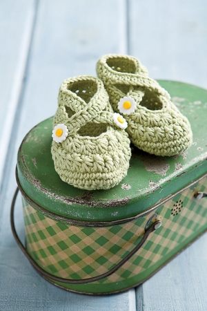 Debbie Bliss Ecobaby A Star Is Born Booties Kit - Crochet for Kids