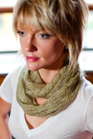 Plymouth Kid Gloss Hand Dyed Laosa Lateritia Cowl Kit - Scarf and Shawls