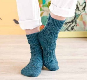 Unraveled Designs and Yarn Fingering Passerine Socks Kit - Socks