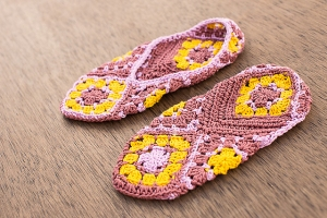 Cascade Ultra Pima Ella Slippers Kit - Crochet for Adults