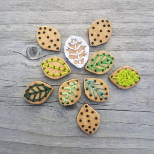 "Katrinkles Bamboo Buttons - Leaf - 3/4"" x 1"""