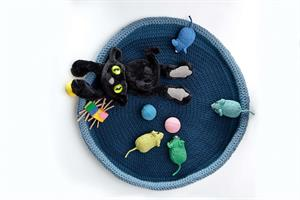 Plymouth Encore Worsted Crocheted Cat Bed Kit - Pets