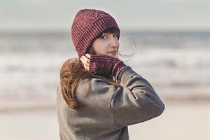 Madelinetosh Silk/Merino Caswell Bay Hat and Mitts Kit - Hats and Gloves