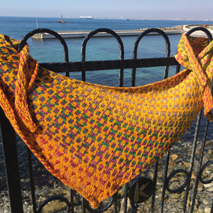 Urth Yarns Uneek Worsted Welsh Blanket Boomerang Shawl Kit - Scarf and Shawls